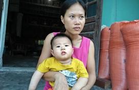 Xót xa cảnh mẹ mắc bệnh động kinh nuôi con bại não