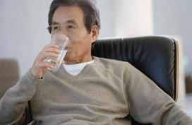 Nguyên nhân gây khô miệng ở người cao tuổi