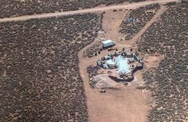 11 đứa trẻ bị bỏ đói giữa sa mạc Mỹ được huấn luyện tấn công trường học
