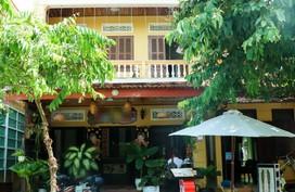 Ngôi nhà hai tầng khang trang mặt tiền phố Hội của tân Hoa hậu Việt Nam 2018