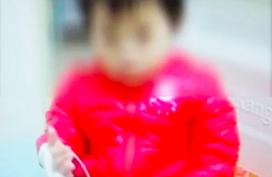 Bé gái 2 tuổi bị sỏi thận do mẹ thường làm một việc mà ai cũng tin rằng tốt cho trẻ con lẫn người lớn