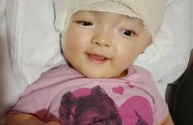 Giành được sự sống sau 11 lần phẫu thuật, bé Hoài Thương đón Tết với nụ cười xinh
