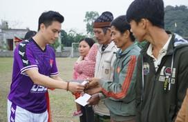 """""""Tết ấm tình thương"""" trao 250 suất quà cho hộ nghèo ở Nho Quan, Ninh Bình"""