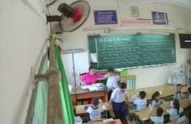 """Đuổi việc giáo viên đánh, véo tai học sinh có """"oan""""?"""