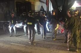 Hà Nội: Hàng chục chiến sĩ công an khống chế, bắt giữ kẻ chém 2 người thương vong rồi cố thủ trong nhà