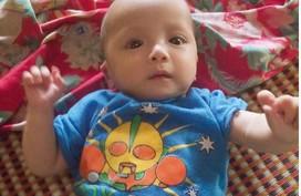 Bé trai dân tộc 7 tháng tuổi không có tiền chữa bệnh tim bẩm sinh, chị gái nằm viện vì hen nặng