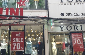 Hàng thời trang đồng loạt giảm giá sâu, người tiêu dùng vẫn có thể bị hớ