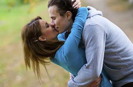 Tuyệt chiêu 'nhỏ mà có võ' của gái hư giúp 'chuyện yêu' của các cặp đôi ngày càng thăng hoa