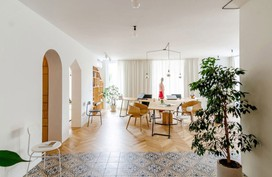 Căn hộ 120m² vừa là nơi ở vừa là văn phòng làm việc trang trí sinh động nhờ thiết kế kệ đựng đồ