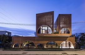 Ngôi nhà cuckoo ở Đà Nẵng được báo Mỹ ca ngợi 'bậc thầy nhà gạch'