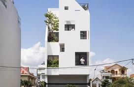 Ngôi nhà hướng Tây vừa độc đáo vừa mát mẻ nhờ thiết kế lệch tầng ở quận 2, Sài Gòn