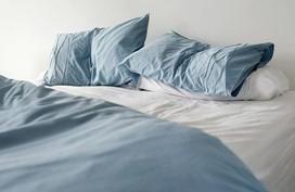 Vội vã gấp chăn ngay khi ngủ dậy, sai lầm đáng sợ sẽ khiến bạn hối hận cả đời