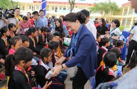 Lễ trao tặng Trường Tiểu học & THCS Đồng Sơn và Quỹ sữa Vươn cao Việt Vam trao tặng sữa cho trẻ em Tỉnh Quảng Ninh