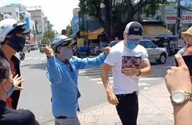 Chủ quán cơm phẫn nộ sau clip Lê Dương Bảo Lâm bị hành hung khi phát cơm từ thiện