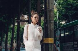 Diện áo sơ mi xuyên thấu, bạn cứ học Sam và Yến Trang thì sẽ đạt đến đỉnh cao của sự tinh tế