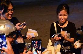 Xếp hàng lúc rạng sáng để mua bánh mì 'hổ lốn' ở Hà Nội