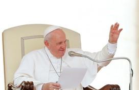 'Bão' trên Twitter sau khi Giáo hoàng bị kẹt thang máy ở Vatican