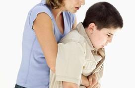 Trẻ ngạt thở vì hóc thức ăn, cứu cách nào mới đúng?