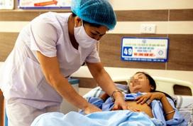 Phẫu thuật loại bỏ thành công khối u nang buồng trứng khổng lồ kích thước tương đương bụng bầu 5 tháng