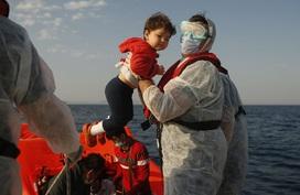 Hàng loạt người di cư bị Hy Lạp gửi trả về đại dương