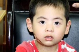 Cậu bé 3 tuổi bị ung thư máu đã qua giai đoạn nguy kịch