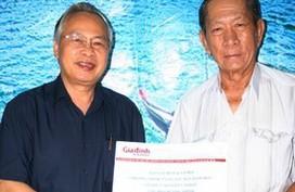 Xúc động lão lương y lặn lội góp sức hỗ trợ ngư dân