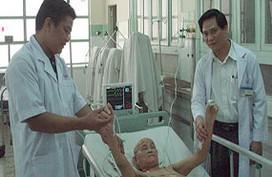 Lần đầu phẫu thuật u não dưới kính hiển vi