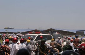 Kinh hoàng hàng trăm công nhân ở Thanh Hóa nôn mửa, ngất xỉu