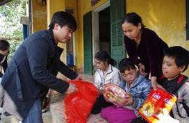 Quà Tết ấm áp ý nghĩa đến với gia đình khổ đau xóm núi