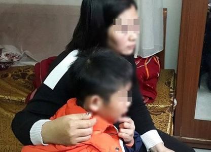 """Vụ bố ruột dùng dây điện đánh đập con trai 9 tuổi dã man: """"Con mà bảo ai là bố đánh chết!"""""""
