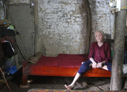Cụ bà neo đơn 103 tuổi mòn mỏi nhiều năm chờ công nhận hộ nghèo
