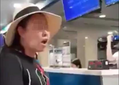 Nữ cán bộ công an mạt sát nhân viên sân bay Tân Sơn Nhất bị xử phạt 200 nghìn đồng