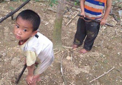 """Bé 6 tuổi """"thèm được đứng thẳng mà không thể..."""""""
