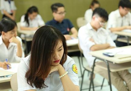 """Nhiều trường đại học bất ngờ tăng học phí, tân sinh viên bị """"úp sọt"""""""