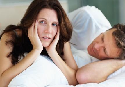 Lây bệnh tình dục: Chị em đừng bỏ qua nếu thấy những dấu hiệu này