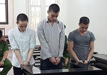 Ba trai làng vướng lao lý vì cùng 'yêu' thiếu nữ 15 tuổi