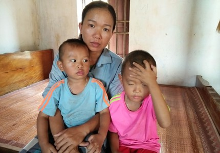 Xót xa cảnh góa phụ phu gạch nuôi hai con nhỏ ở Nghệ An