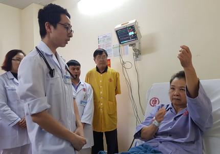 """Bệnh nhân vào viện rỗng túi, không người thân, bác sĩ vẫn """"nài nỉ"""" được cứu ngay lúc sáng sớm"""