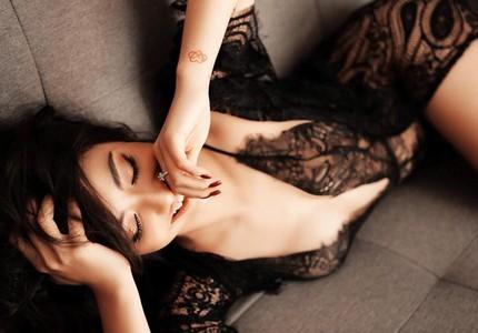 Người mẫu Hồng Quế gây tranh cãi khi đăng ảnh nóng bỏng