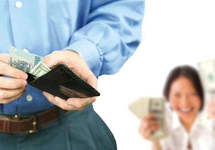 Chồng không đưa tiền cho vợ, chị em ta phải làm sao đây?