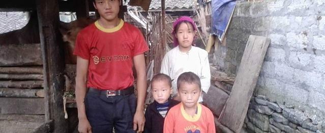 Hai trẻ dân tộc mồ côi đã có mẹ