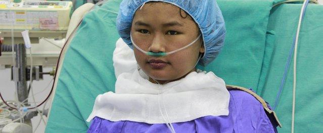 100 y, bác sĩ chạy đua cứu bé gái suy gan giai đoạn cuối, 1 phần sống, 9 phần chết