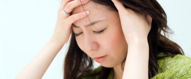 Ðau nửa đầu kèm đau hốc mắt, bệnh gì?