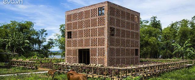 Không gian làm việc của nghệ nhân gốm bên sông Thu Bồn được báo ngoại hết lời khen