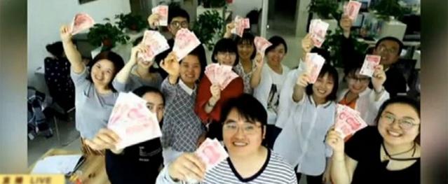 Công ty Trung Quốc thưởng tiền cho nhân viên giảm cân