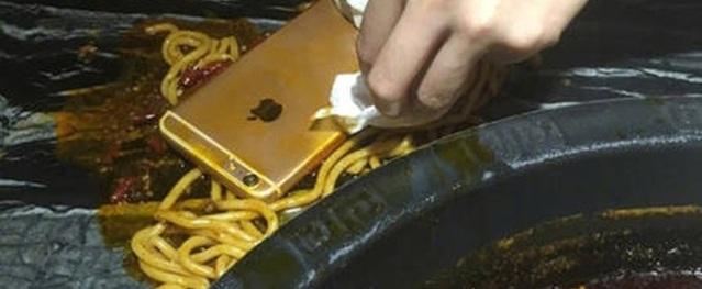 Trúng thưởng hơn 3 triệu đồng, cô gái sung sướng làm rơi iPhone 6 Plus vào nồi lẩu rồi ăn vạ đơn vị trao giải