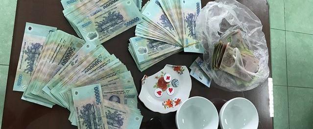 Bình Dương: Bắt quả tang hàng chục đối tượng đánh bạc với số tiền khủng