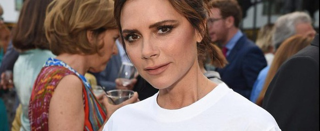Victoria Beckham - cao thủ diện áo phông trắng chất lừ mọi lúc mọi nơi