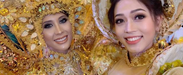 Á hậu Phương Nga vui vẻ chụp hình cùng các thí sinh tại hậu trường Miss Grand International