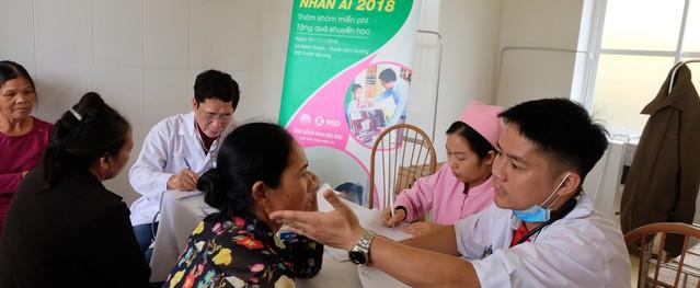 Bác sĩ Thủ đô lên vùng cao thăm khám cho hàng trăm bệnh nhân nghèo